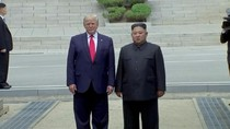 Momen Trump Jadi Presiden AS Pertama yang Injakkan Kaki di Korut