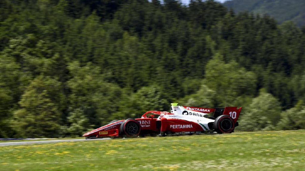 Sean Gelael Finis ke-17 di Feature Race F2 Austria