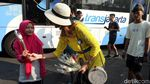 Aksi 1.000 Bunga untuk Syukuri Kemenangan Jokowi