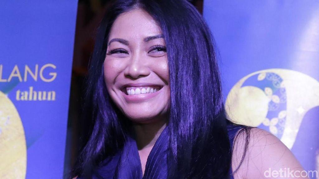 Anggun C Sasmi Mendadak Sedih Lihat Makam BJ Habibie Jadi Objek Selfie