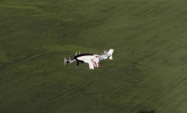 Vahana ini sukses menjalani uji coba terbang pada wala Mei lalu, setelah melalui 2 tahun riset dan pengembangan. Vahana terbang dan mendarat secara vertikal, seperti drone. (dok. Vahana Aero)