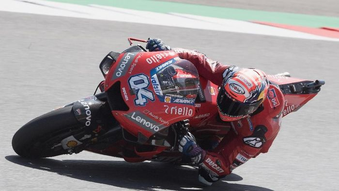 Andrea Dovizioso mengeluhkan kecepatan Desmosedici di tikungan. (Foto: Mirco Lazzari gp/Getty Images)