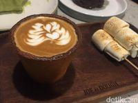 Joe & Dough: Santai Ditemani <i>Cookie Cup</i> dan Croissant Matcha yang Renyah Manis