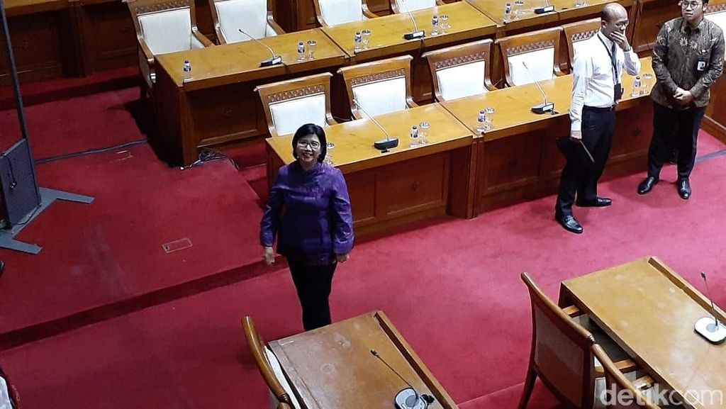 Destry Damayanti Ditemani Anak saat Uji Kelayakan di DPR