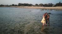 Suasana sore yang tenang, menjadikan pantai ini sangat romantis. (Syahdan Alamsyah/detikcom)