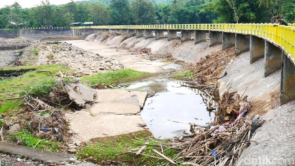 Bendungan Lekopancing Sumber Air Maros-Makassar Mengering, Ini Fotonya