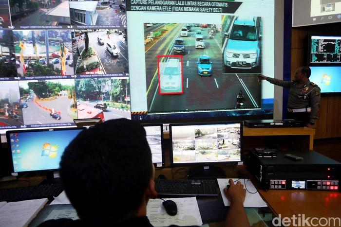Tilang elektronik di kawasan Sudirman-Thamrin mulai berlaku 1 Juli 2019. Kamera CCTV tersebut akan merekam setiap pelanggaran lalu lintas.