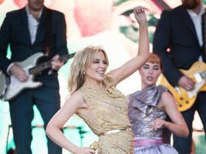 Usia 52, Kylie Minogue Tunangan Lagi dengan Pria Lebih Muda