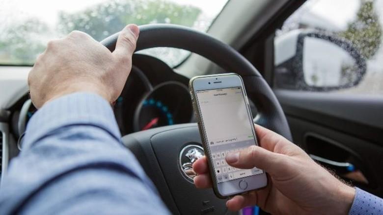 Denda SMS Sambil Mengemudi di Queensland Diusulkan Rp 10 Juta