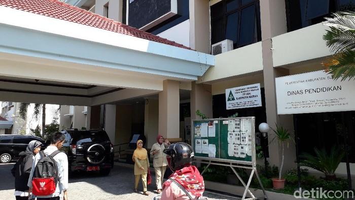 Suasana posko aduan PPDB di kantor Dinas Pendidikan Sleman. Foto: Ristu Hanafi/detikcom