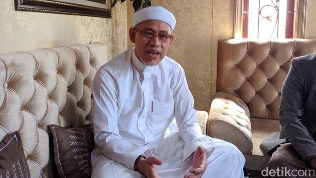 Ketua Dewan Pembina Yayasan Masjid Al Munawarah, KH Abah Raodl Bahar