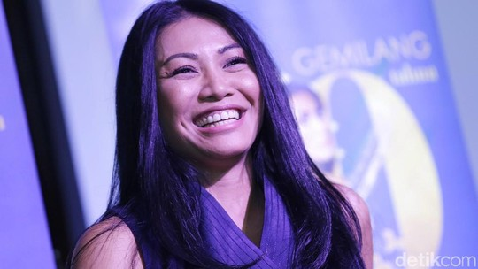 Ketawanya Viral, Anggun C Sasmi Unjuk Gigi