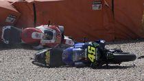 Helm dan Baju Pebalap yang Ditabrak Rossi, Harga Mahal Terbayar