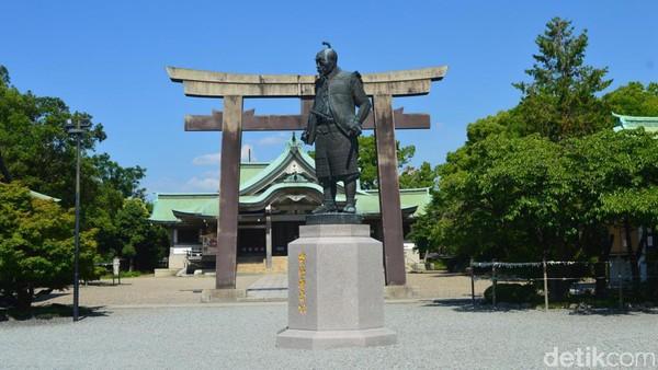 Setelah itu baru dijumpai patung perunggu Toyotomi Hideyoshi yang merupakan tokoh penting dalam sejarah menyatukan Jepang. (Dana Aditiasari/detikcom)