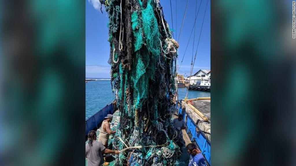 Parah! 40 Ton Sampah Plastik Diangkat dari Samudra Pasifik