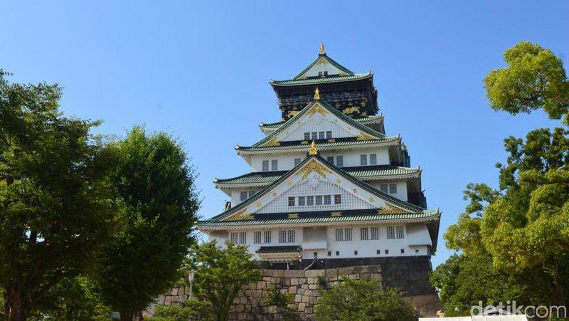 Begini megahnya Osaka Castle, istana kuno yang ada di Kota Osaka, Jepang. (Dana Aditiasari/detikcom)