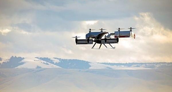Sayap Vahana juga bisa berputar ke konfigurasi penuh saat pesawat mencapai kecepatan 90 knot. Kemudian dia juga bisa melambat untuk kemudian mendarat secara vertikal. (dok. Vahana Aero)