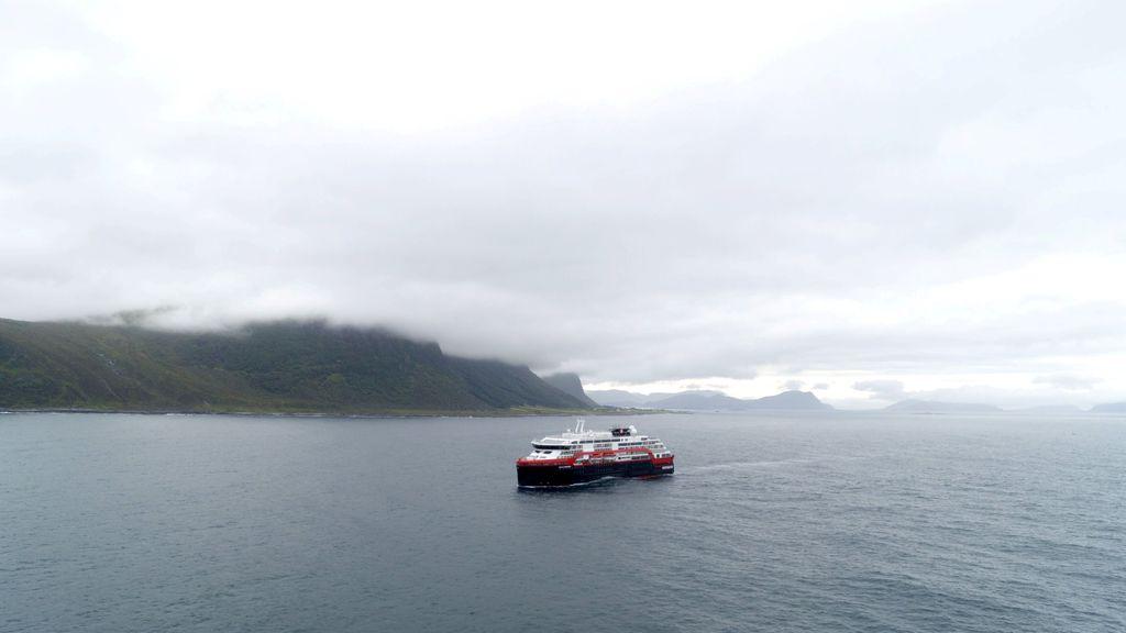 MS Roald Amunsen dibuat di Norwegia dan dalam pelayaran perdananya. Foto: Reuters
