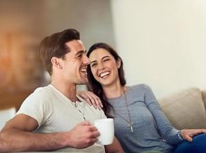 3 Trik Flirting Wanita untuk Menunjukkan Rasa Suka Tanpa Kata-kata