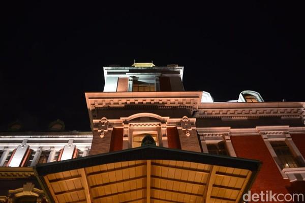 Bangunan bergaya arsitektur masa lalu ini digunakan sebagai pusat pertunjukan budaya, seni dan aktifitas sosial. Perancangnya adalah Shinichiro Okada dan Kingo Tatsuno yang merupakan tokoh arsitektur terkemuka di Jepang. (Dana Aditiasari/detikcom)