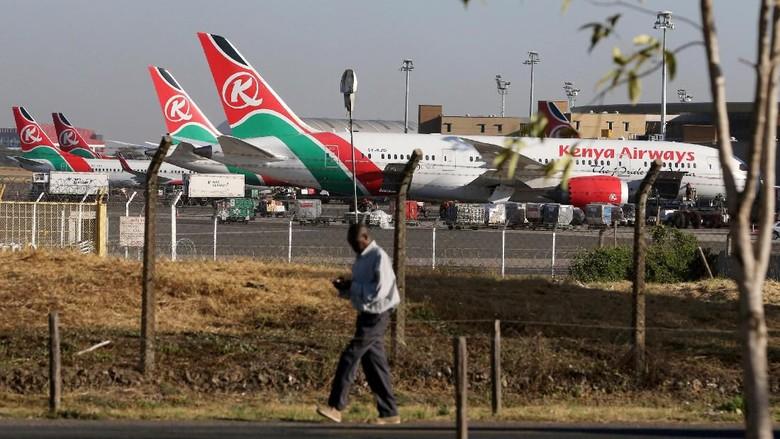 Hii... Jasad Penumpang Pesawat Jatuh di Dekat Pria Sedang Berjemur