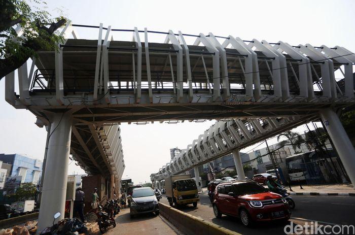 Bentuk bangunan skybridge Rawamangun sudah terlihat.