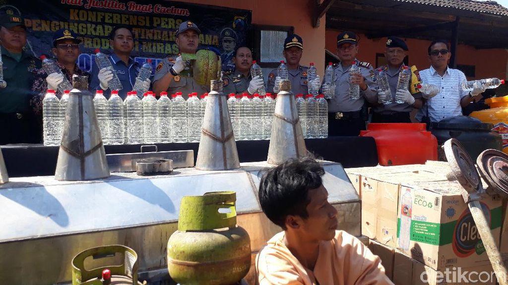 Home Industry Miras di Tuban Digerebek, Satu Pelaku Diamankan
