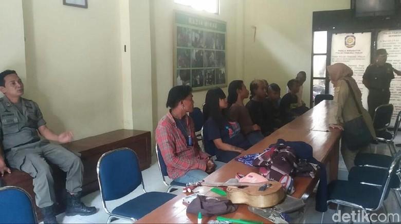 8 Anjal Diamankan Saat Pesta Miras di Pasar Pasalaran Cirebon
