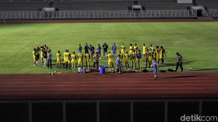 bhayangkara FC saat berlatih di Stadion Madya. (Rifkianto Nugroho/detikSport)