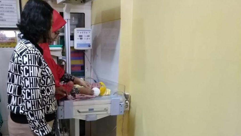 Dramatis, Ibu Hamil di Mojokerto Lahirkan Bayi di Taksi Online