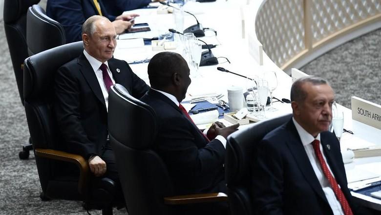 Putin Bawa Mug Sendiri Saat Jamuan Makan KTT G20, Ini Alasannya