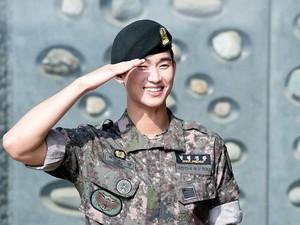 Gantengnya Aktor Drakor Kim Soo Hyun Setelah Keluar Wajib MIliter