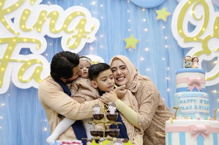 Sonny Septian resmi mempersunting Fairuz A Rafiq pada Mei 2017. Keduanya dikarunai putri cantik bernama Queen Eijaz Slofa. Foto: Instagram sonnyseptian