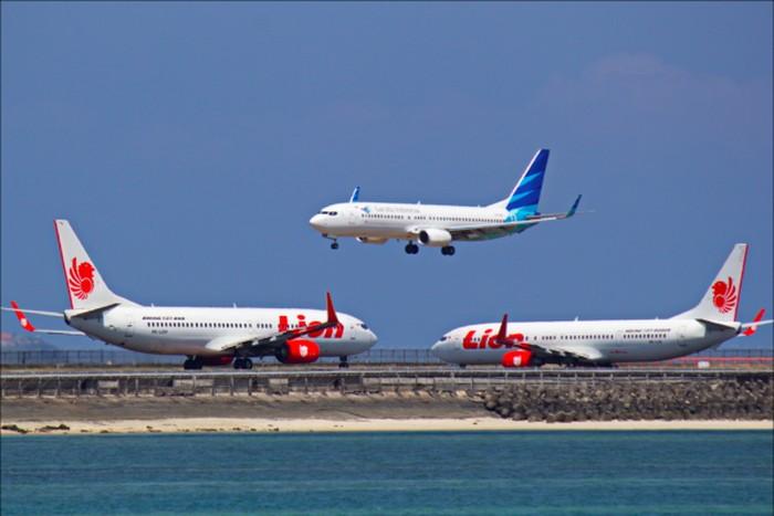 Pasar transportasi udara di Indonesia saat ini dikuasai oleh dua perusahaan