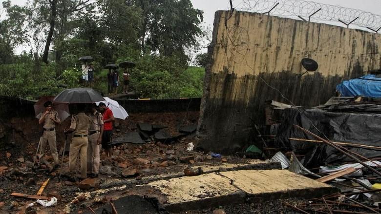 Tembok Roboh Akibat Hujan Deras di Mumbai, 15 Orang Tewas