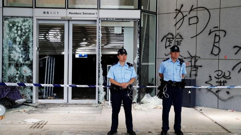 Potret Gedung Parlemen Porak Poranda Usai Aksi Protes di Hong Kong