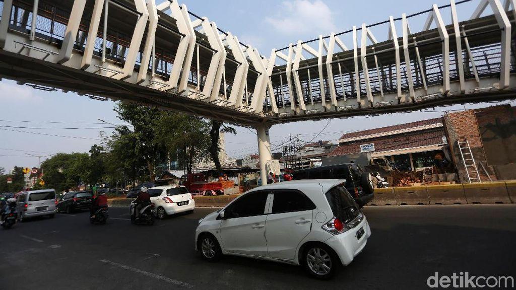 Skybridge Rawamangun Hampir Rampung
