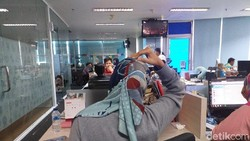 Sebelum menunaikan ibadah haji para jemaah dianjurkan untuk melakukan peregangan ringan agar tetap nyaman di pesawat.
