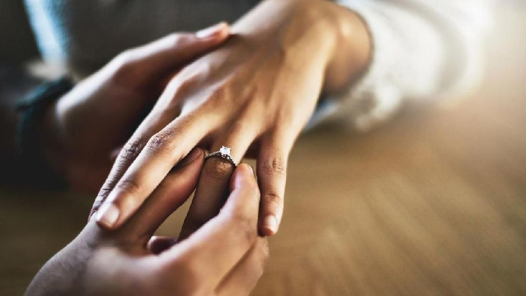 Miris Tapi Kocak, Wanita Telan Cincin Tunangan Karena Mimpi Buruk
