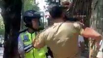 Viral Video Satpol PP Bojonegoro Tendang PKL Kelapa Muda