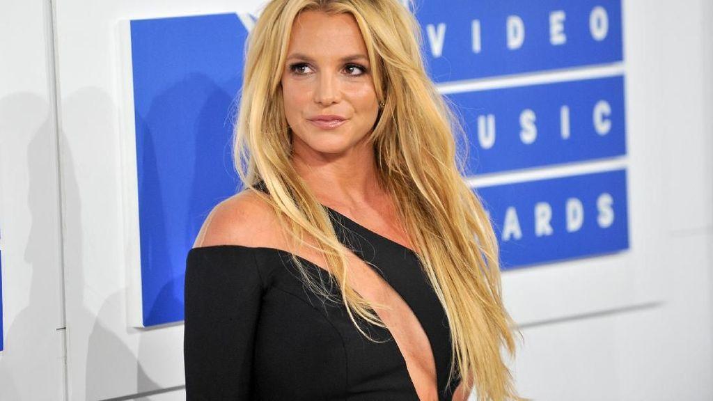 Posting Foto Sepatu Rp 85 Juta, Britney Spears Malah Bikin Kesal Netizen