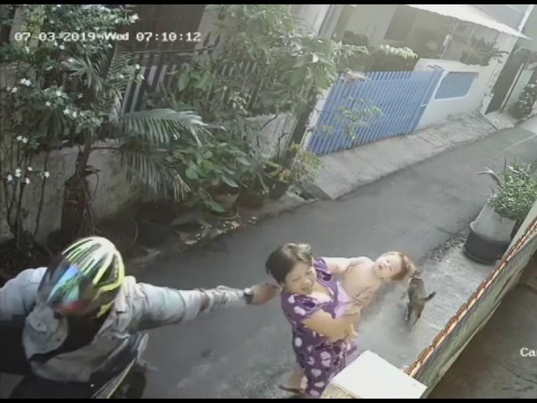 Polisi Juga Tangkap Penadah Kalung Emas Hasil Jambret Ibu Gendong Bayi