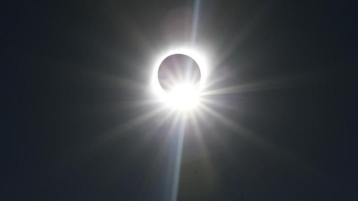 Gerhana Matahari Total di Chile. Foto: Reuters