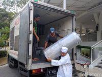 Usai Insiden Anjing, Masjid Al-Munawaroh Pakai Karpet Baru dari Hamba Allah