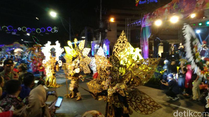Banyaknya peserta dipengaruhi juga karena adanya Rapat Nasional Asosiasi Pemerintah Kota Seluruh Indonesia (Apeksi). Mereka membawa perwakilan peserta untuk meramaikan dengan budaya masing-masing (Angling Adhitya Purbaya/detikcom)