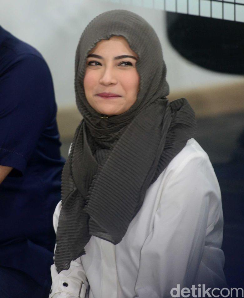 Senyum Vanessa Angel saat menggelar syukuran. Foto: Ismail/detikHOT
