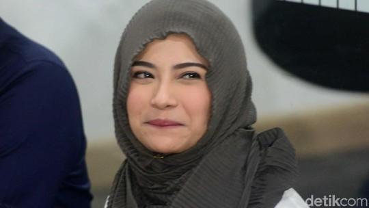 Syukuran Bebas dari Penjara, Vanessa Angel Berjilbab
