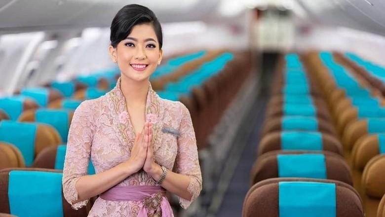 Pramugari Garuda Indonesia dalam balutan kebaya Anne Avantie.