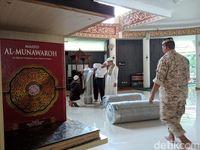 Proses pemasangan karpet baru