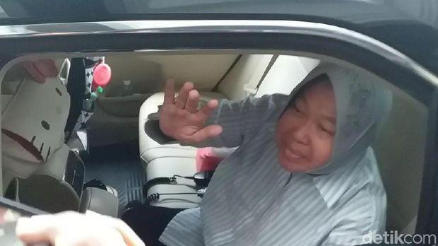Wali Kota Risma di dalam mobil/